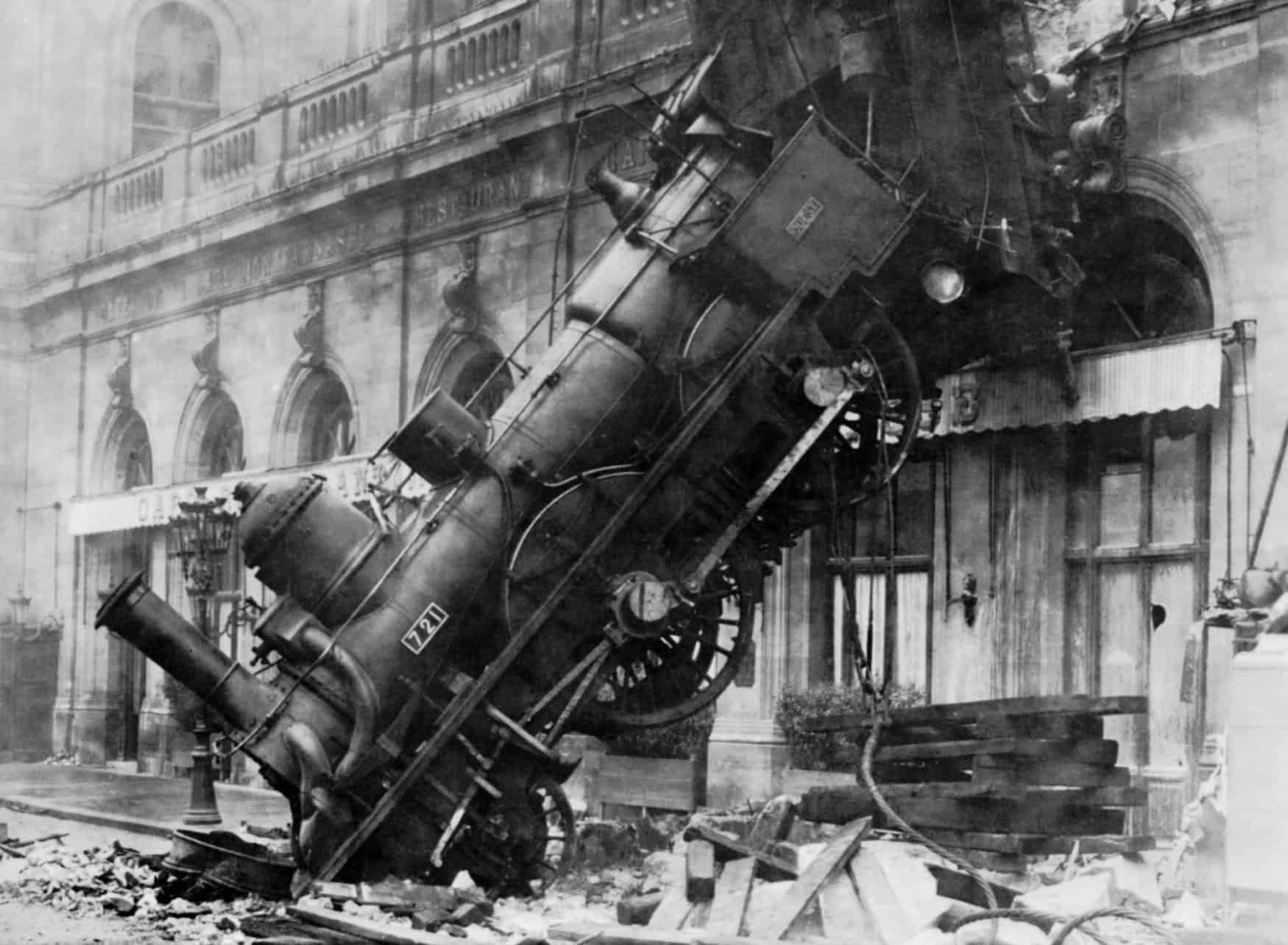1895 train accident in black and white
